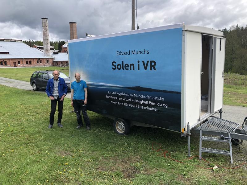 Hjulbrakke med Edvard Munchs Solen i VR på Klevfos. (Foto/Photo)