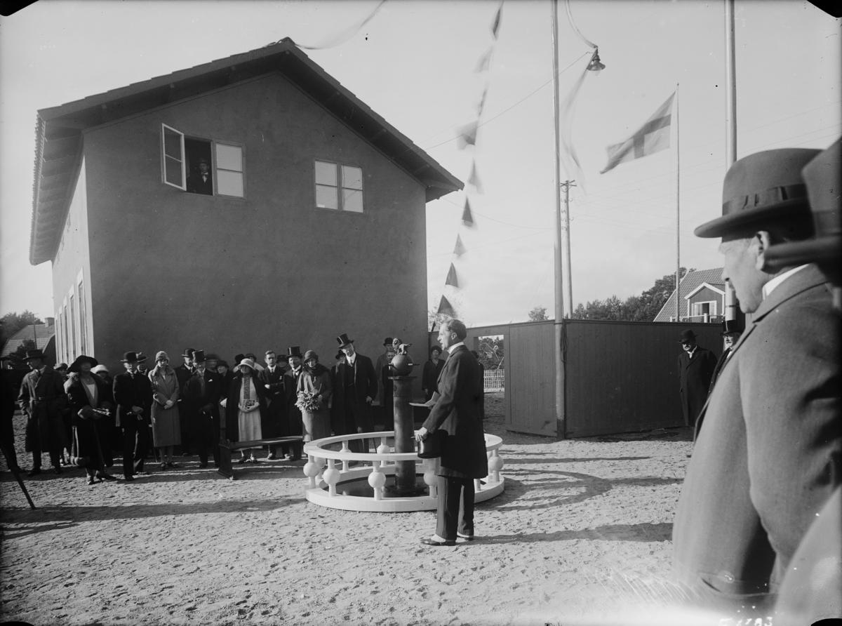 Hemutställning vid Kyrkviken på Lidingön. Utställningskommisarie var Petrus Wretblad.