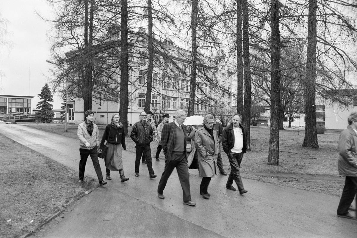 Sanderud Sykehus, befaring 1989. Fylkesordfører Sverre Kristian Fjeld.