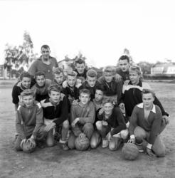 GIF Sundsvalls juniorlag 1957 tränar på Stenkrossplan. Träna