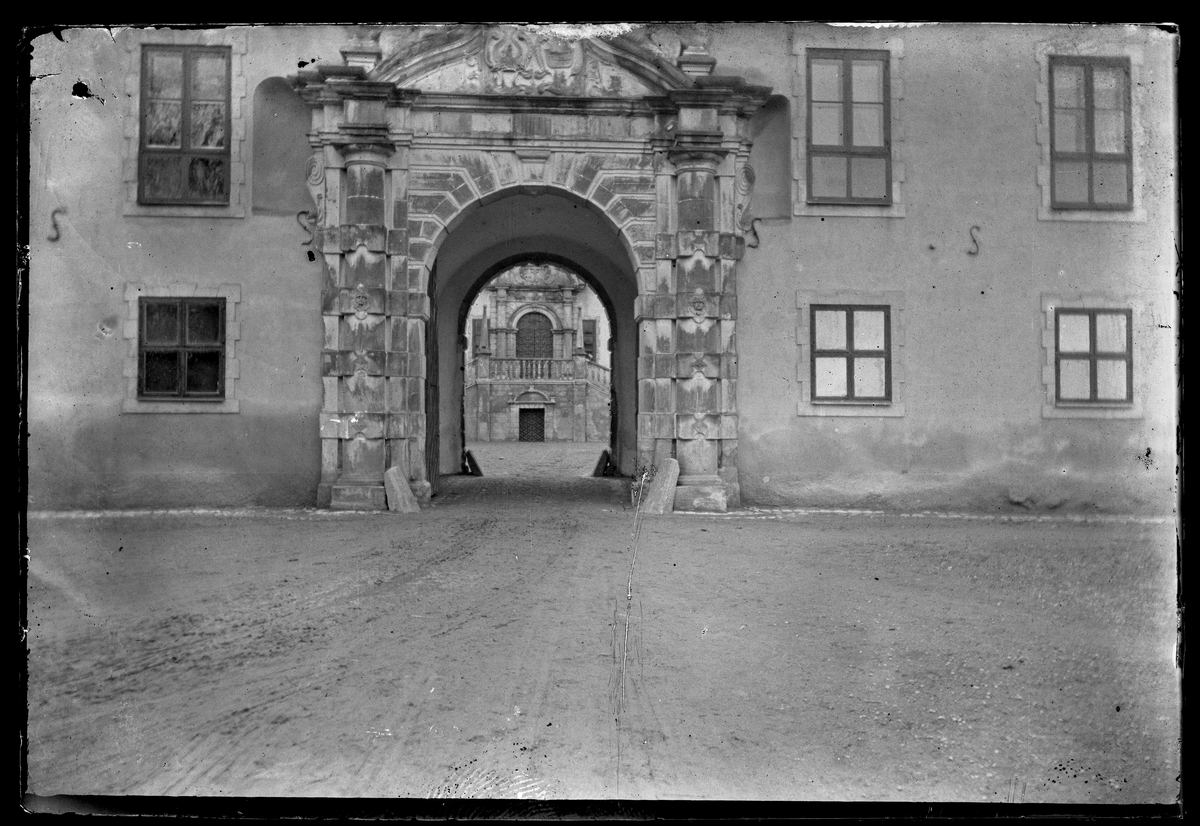 Portal på Tidö slott, Rytterne.