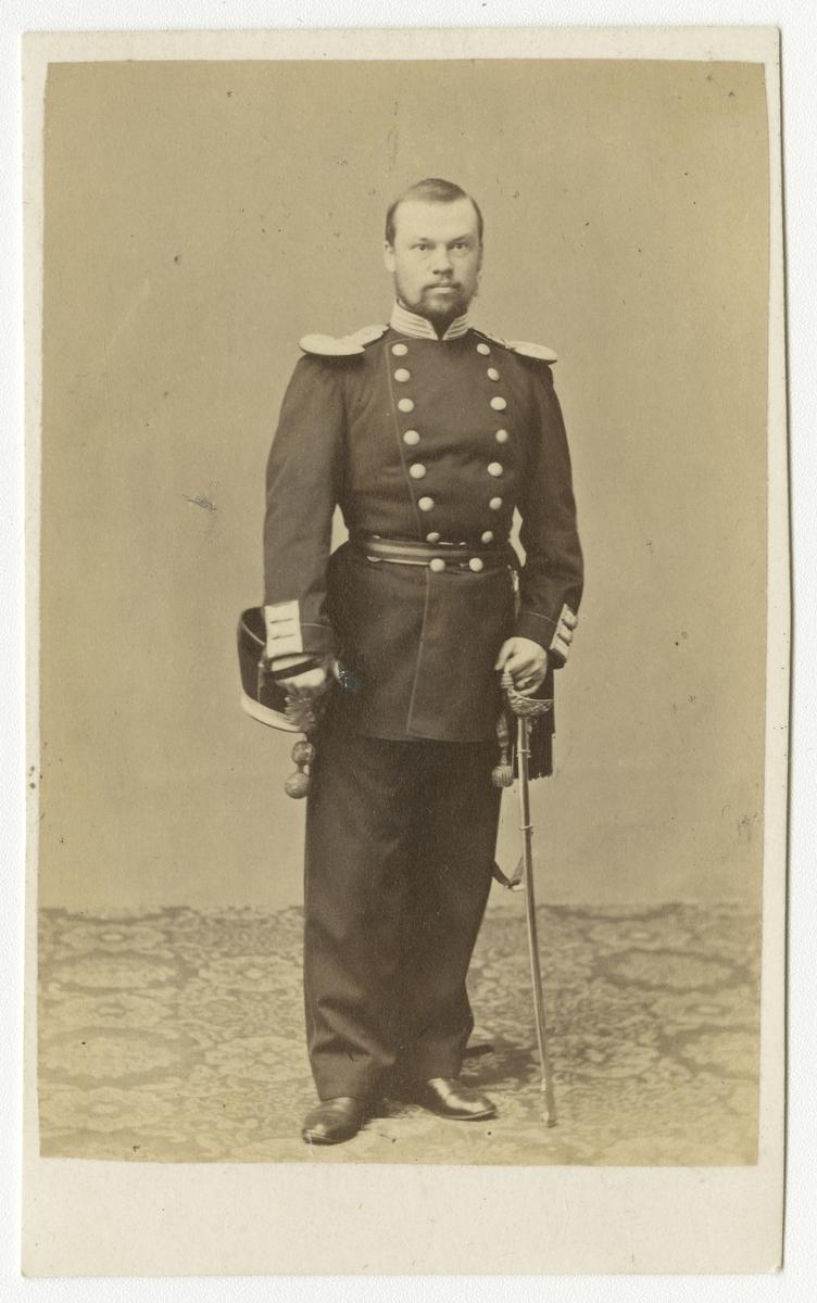 Porträtt av Axel Edvard Wester, underlöjtnant vid Andra livgrenadjärregementet I 5.  Se även bild AMA.0001883.