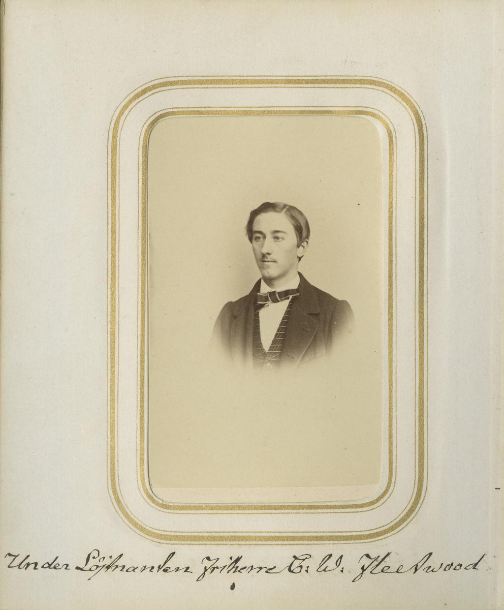 Porträtt av Carl Vilhelm Victor Fleetwood, underlöjtnant vid Andra livgrenadjärregementet I 5.  Se även bild AMA.0001979.