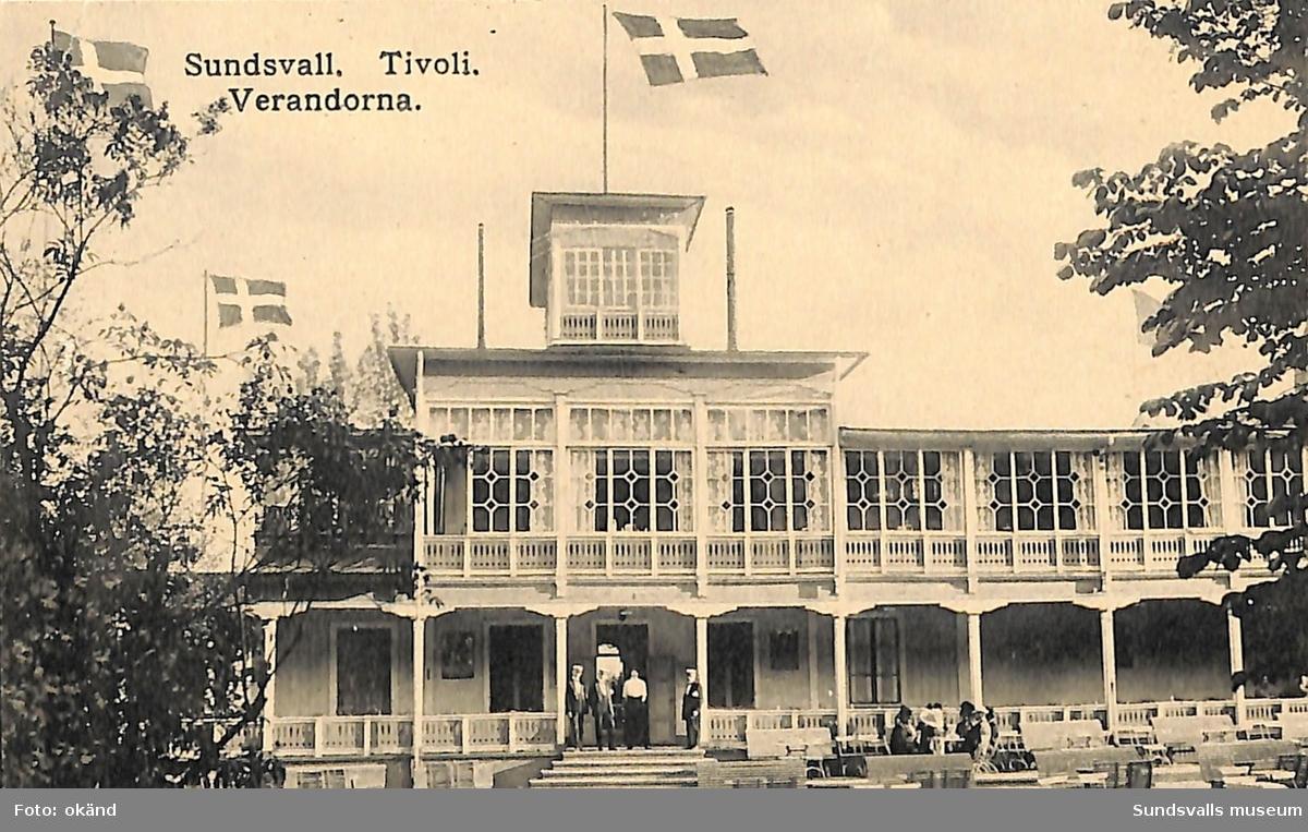 Vykort med motiv över verandorna på Tivoli i Sundsvall.