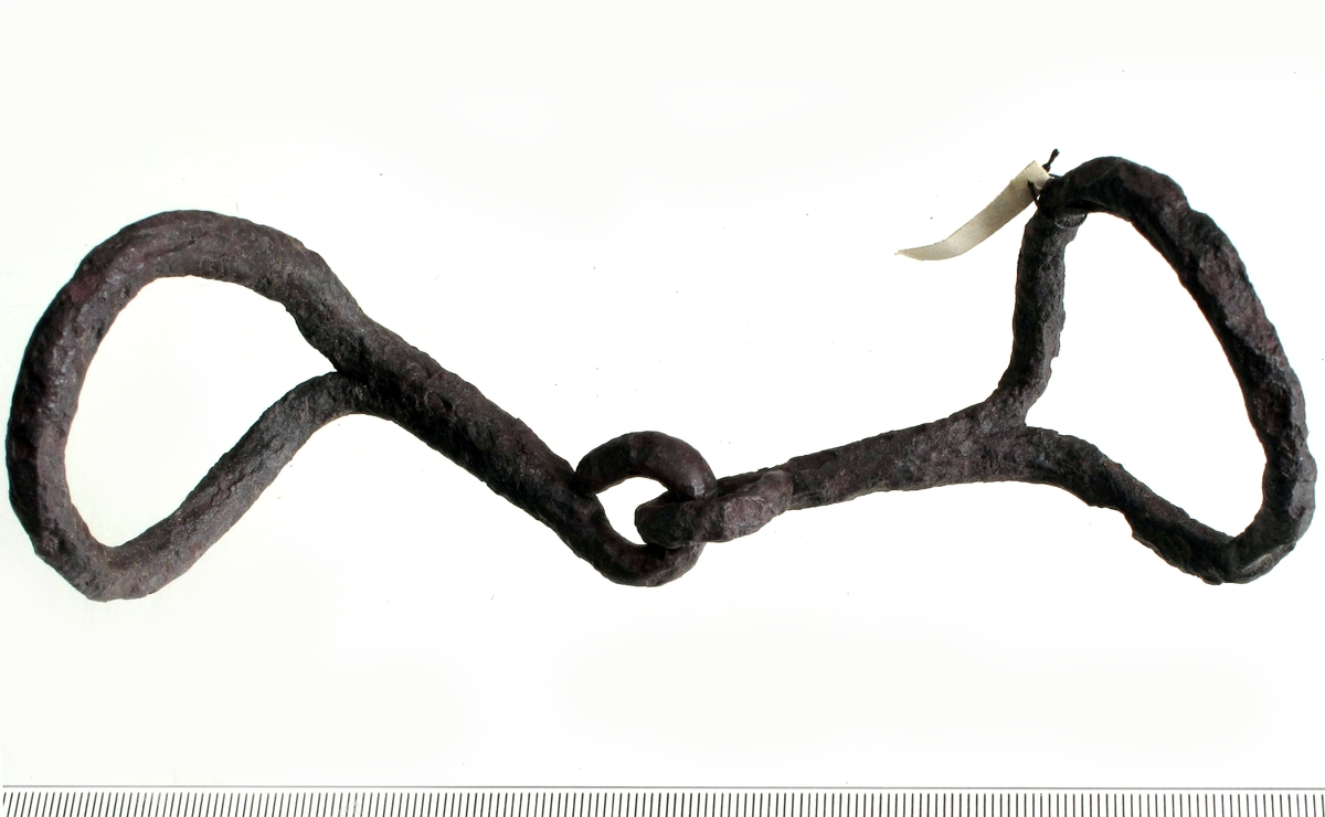 Bissel av jern, som Jan Petersen: anf. arb., fig. 12. Forrustet, men godt bevart.