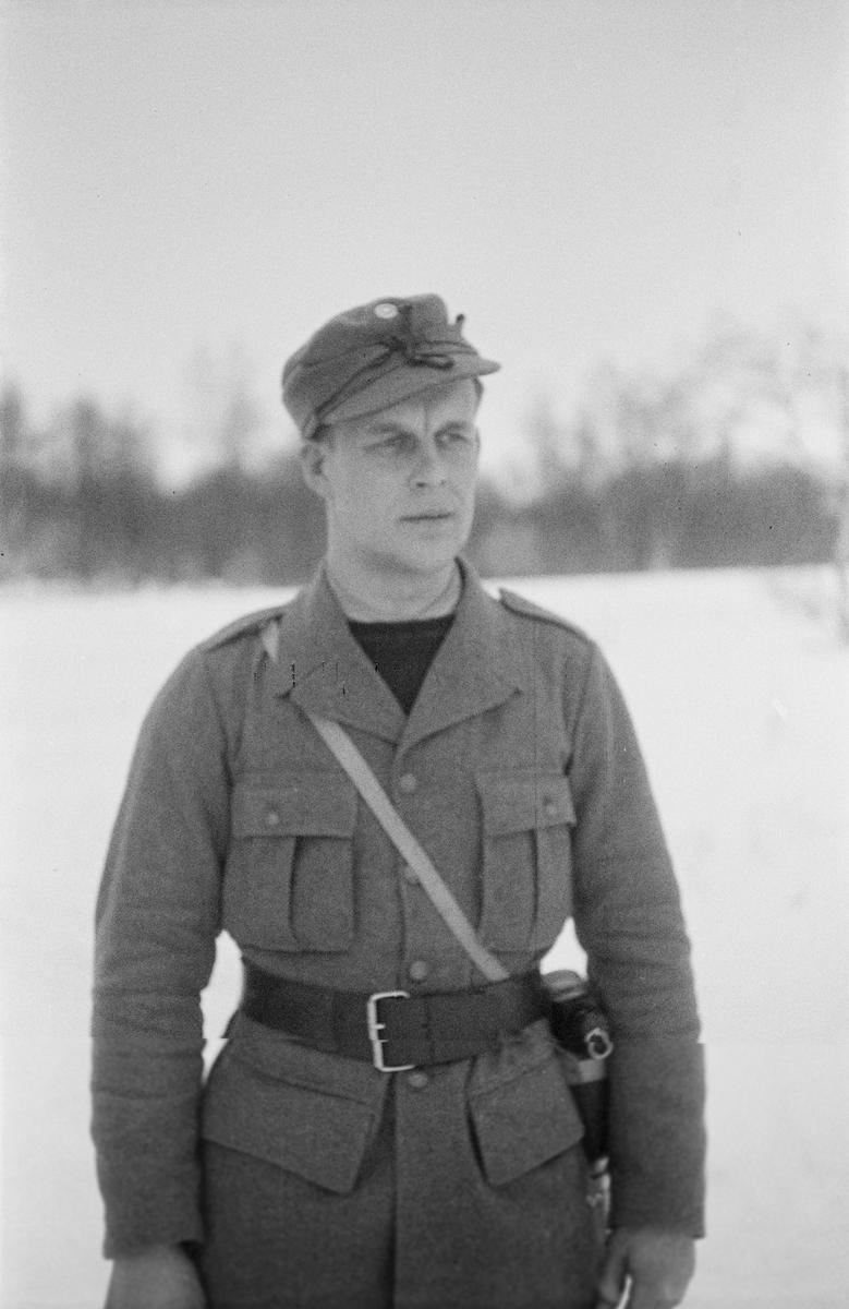 Porträttfoto av Viljo Heikkinen, finsk frivillig under finska vinterkriget. Bild från F 19, Svenska frivilligkåren i Finland, 1940.