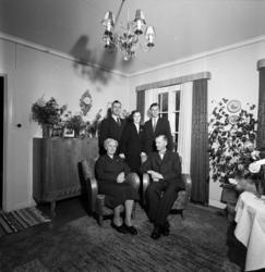 Familjen Ericson på Skolgatan 8 i Sundsvall. Gruppfoto i sam