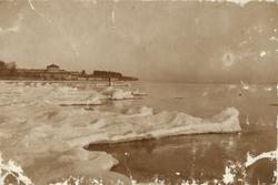 "Text i fotoalbum: ""Vättern vid Karlsborg (1902)""."