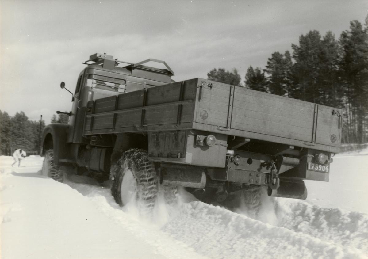 Prov med lastterrängbil 939 vid Arméns motorskola. Vinterprov i Sveg i mars 1962.