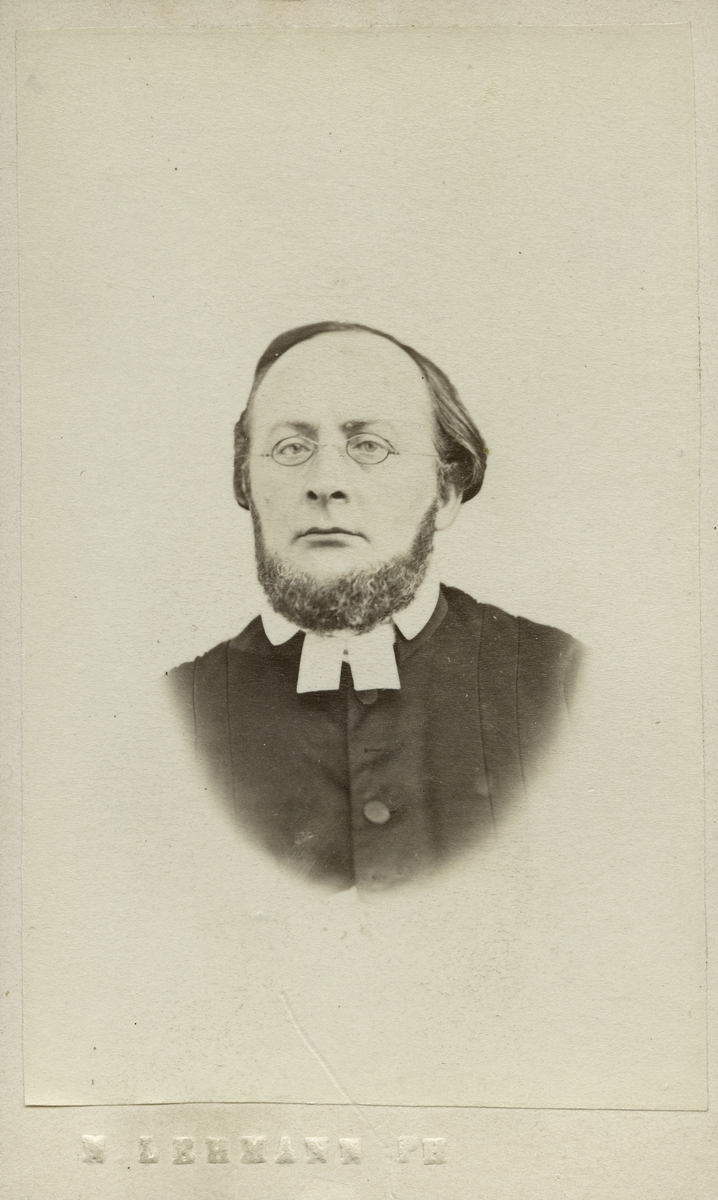 Fredrik Leonard Ångman, fotograferad 1866.