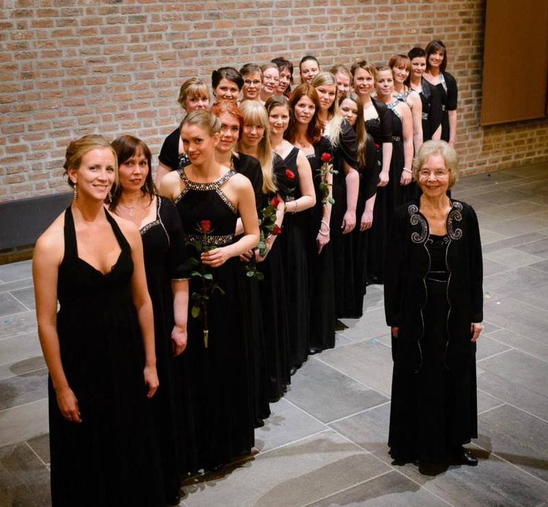 Embla med dirigent Norunn Illevold Giske. Foto: Fredrik Sivertsen