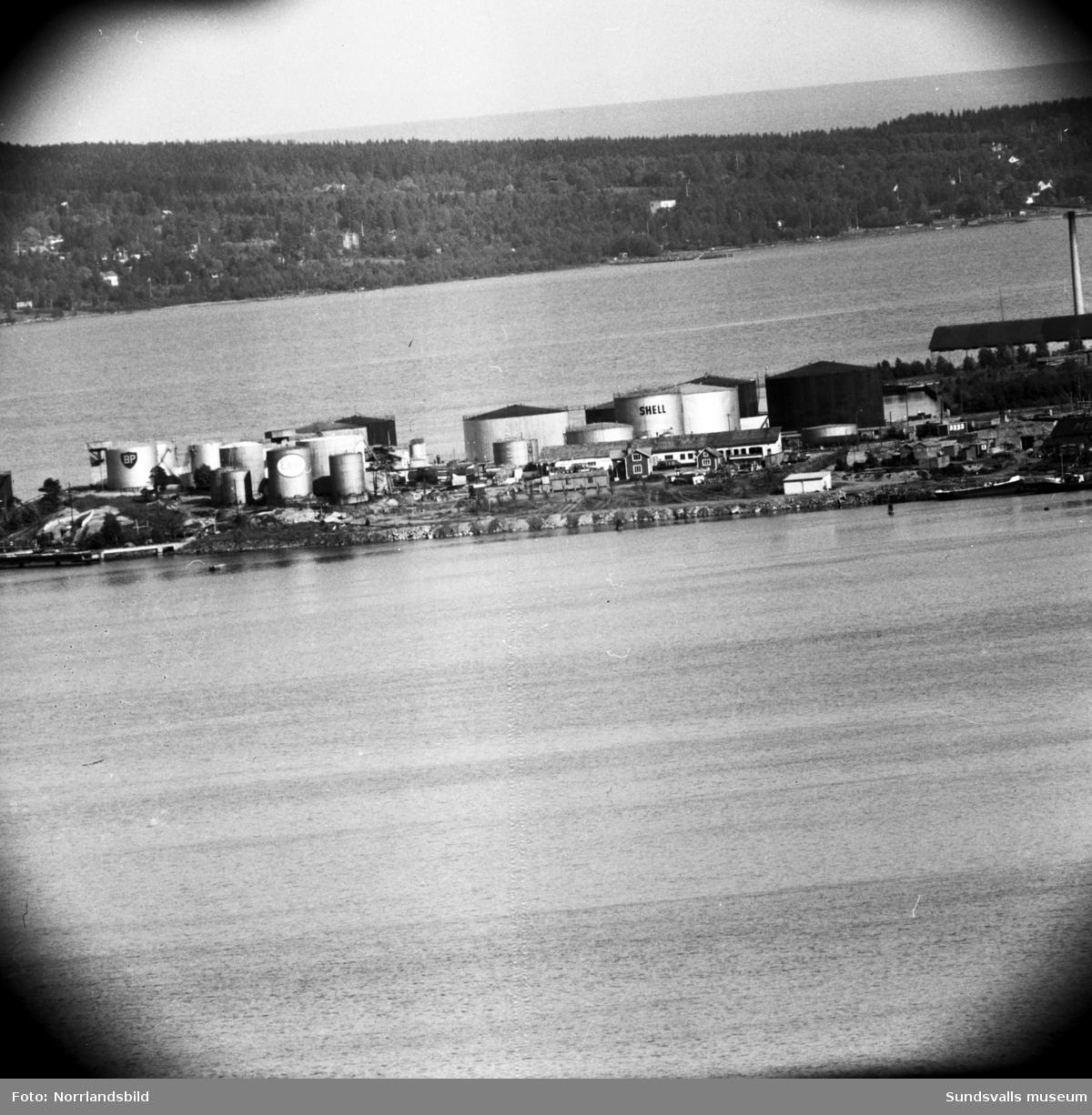 Oljehamnen vid Vindskärsudde fotograferad med teleobjektiv från Norra berget.