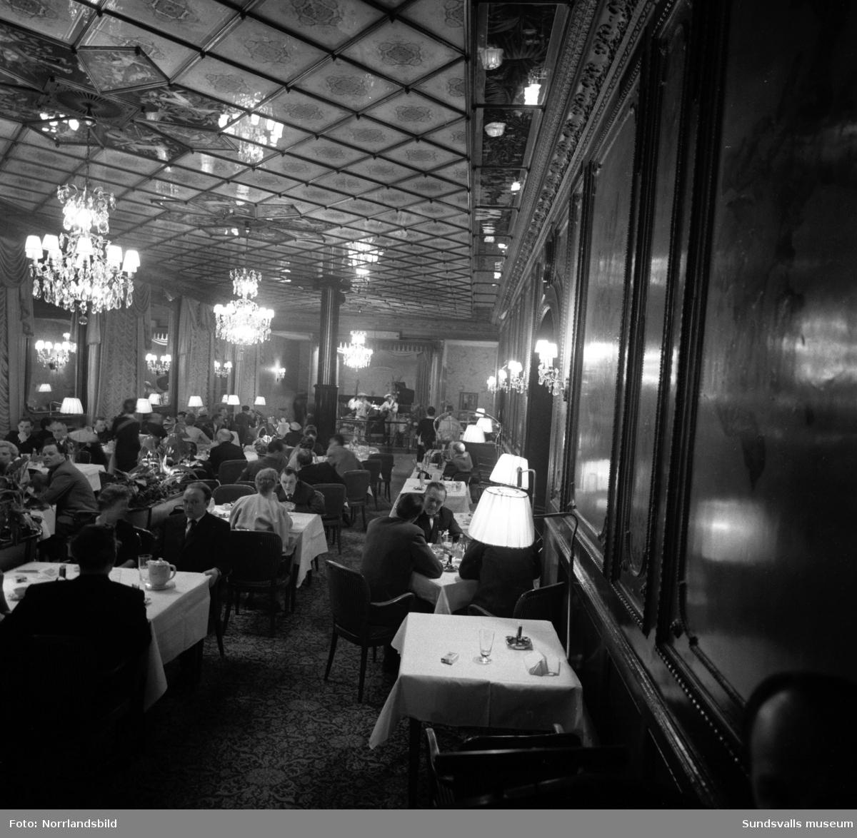 Bildserie med reception, rockvaktmästare, dans och middag på Knaust.