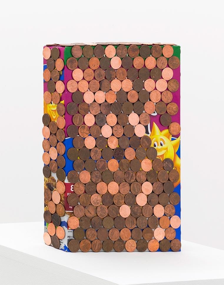 Kunstneren er blant annet opptatt av hvordan utforsking av kollektive referanser, altså fenomener, gjenstander og erfaringer de fleste av oss kjenner til, kan utfordre vår begrepsforståelse. I verket Pentimento Kelloggs (Raisin Bran) trekker hun veksler på både det hverdagslige og det populærkulturelle gjennom materialene hun har valgt, en ordinær boks Kelloggs frokostblanding som delvis er dekket av amerikanske 1-cents mynter. Tittelen refererer til det kunsthistoriske begrepet pentimento, brukt om maleri som er delvis overmalt slik at deler av tidligere lag er synlige.  Verket inngår i en serie hverdagsobjekter der lag med 1 cents-mynter forgyller og forvandler utgangspunktet, som tilføres ny verdi som kunst.