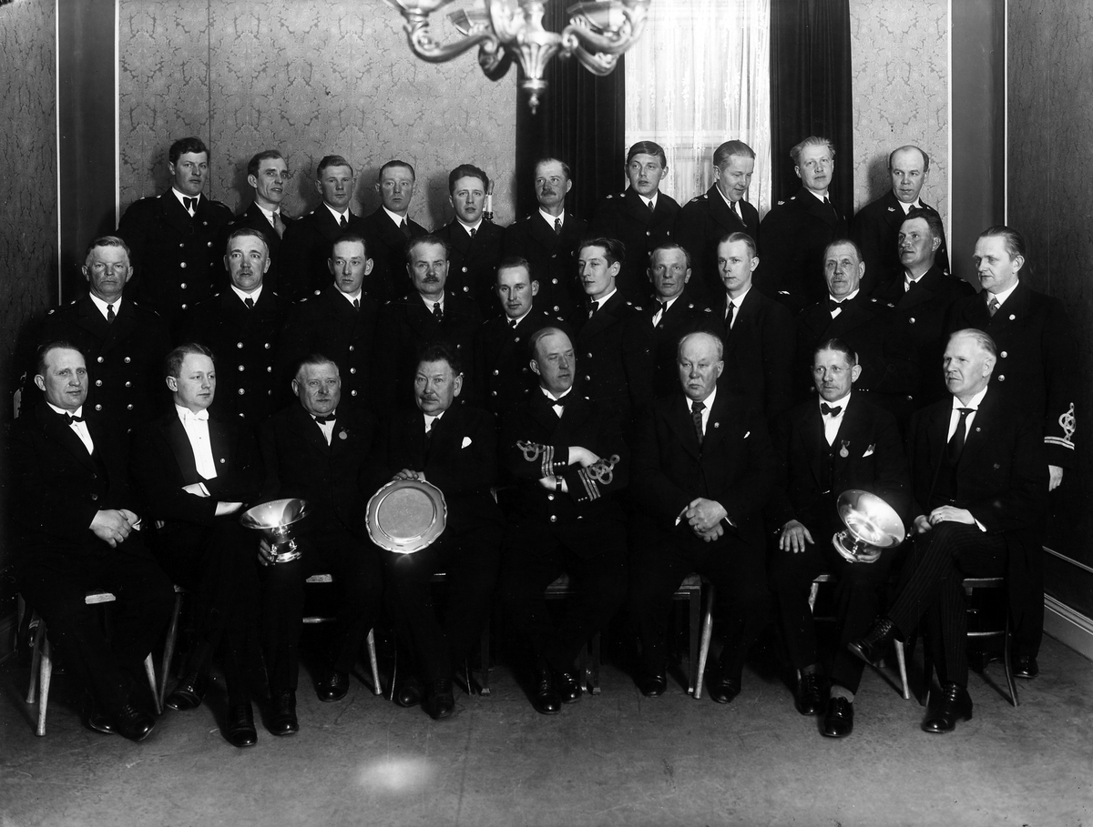 Gruppbild på Alingsås brandkår tagen 22 april 1933.