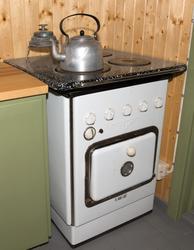 Elektrisk komfyr. «Triumf» fra Sarpsborg jernindustri. .installert da huset fikk innlagt elektrisitet i 1956 – uten at vedkomfyren av den grunn ble fjernet,