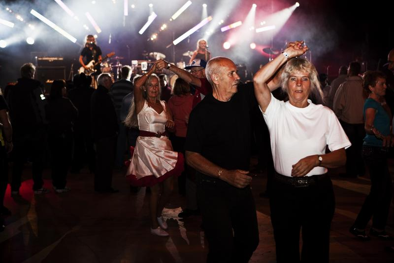 Dancing couple, Sel 2009