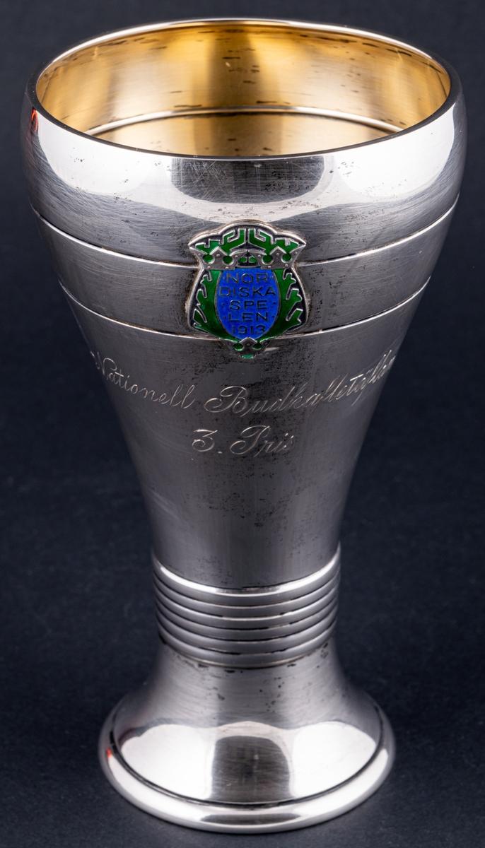Pokal i silver med inskription.