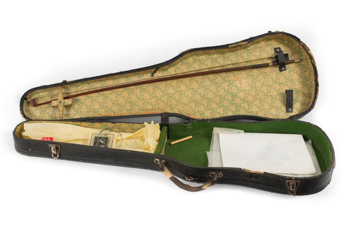 Hardingfela er en såkalt fossefele som skal være laget av Torleiv T. Vestheim d. e. Fela er senere omarbeidet av Lars E. Tvenge (1911-1973).