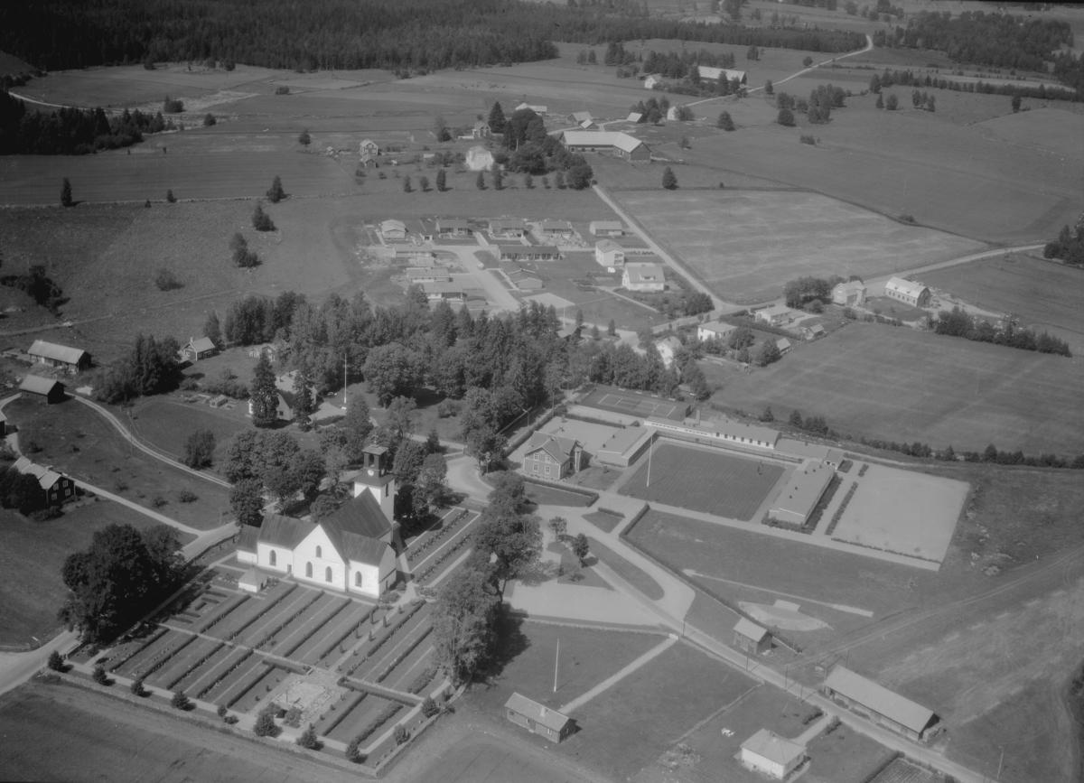 Flygfoto över Höreda i Eksjö kommun, Jönköpings län. 1268/1966