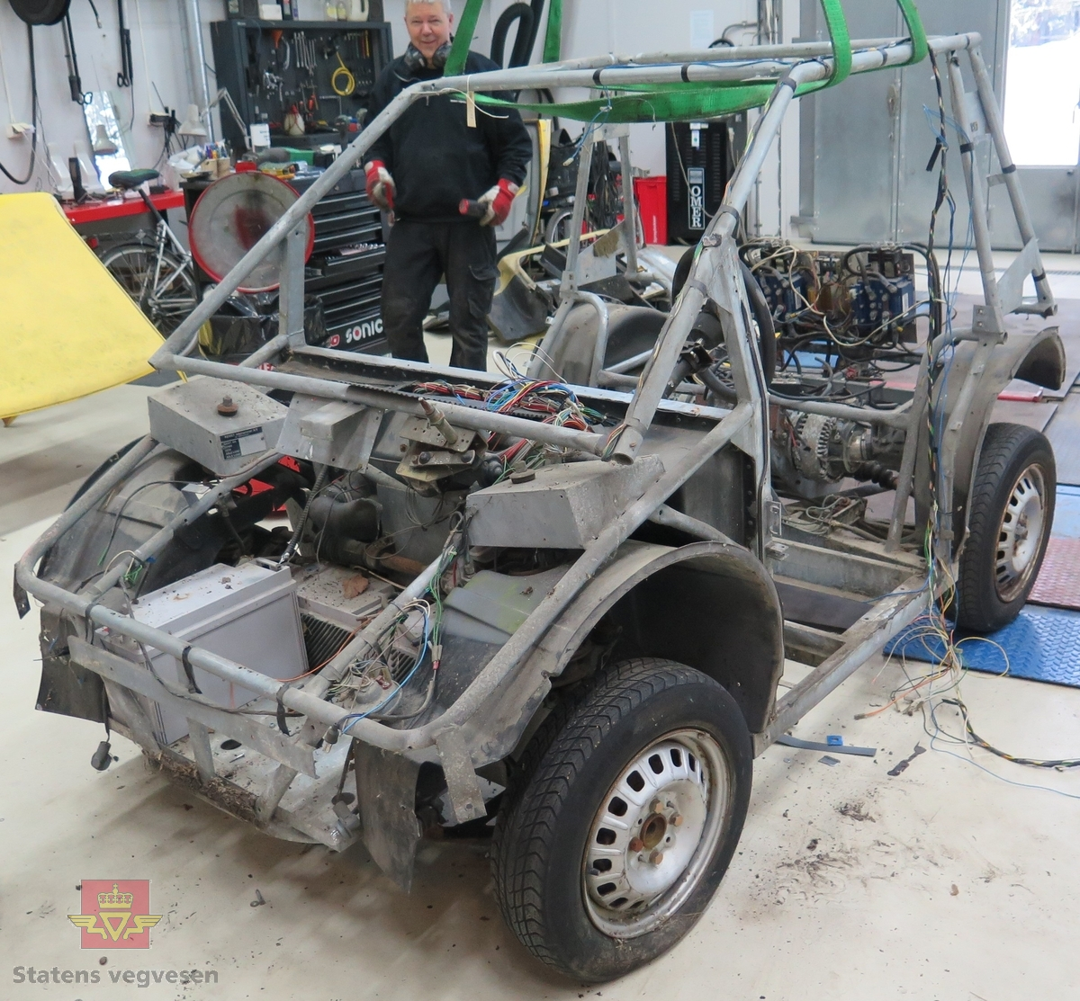 Prototype med to motorer. Rullende chassis.