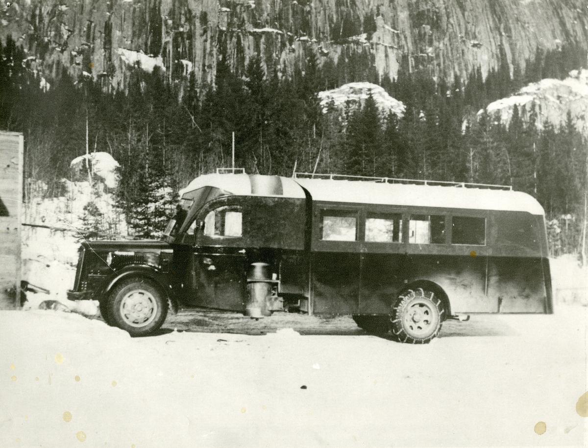 Førkrigsmodell Volvo Lastebil med  vedgass-aggregat.