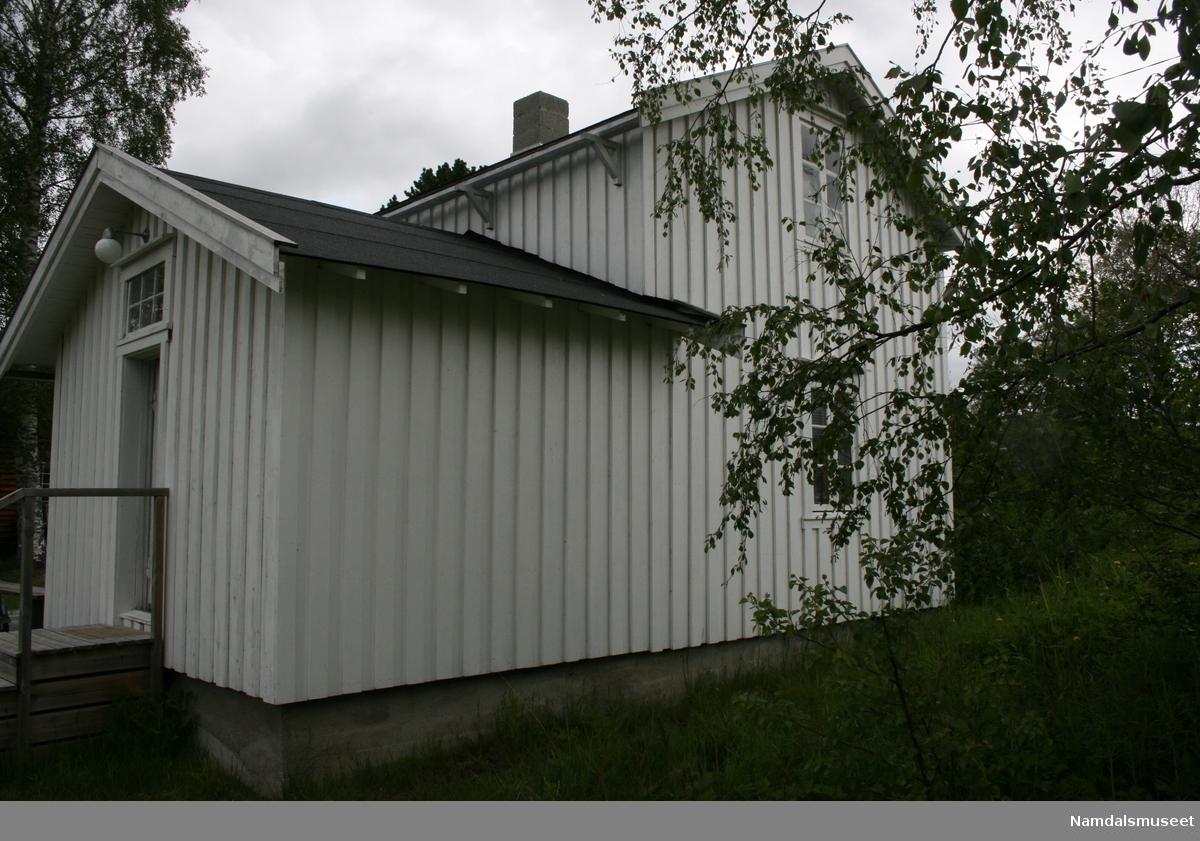 Bygning bestående av en del laftet tømmer og en del reisverk