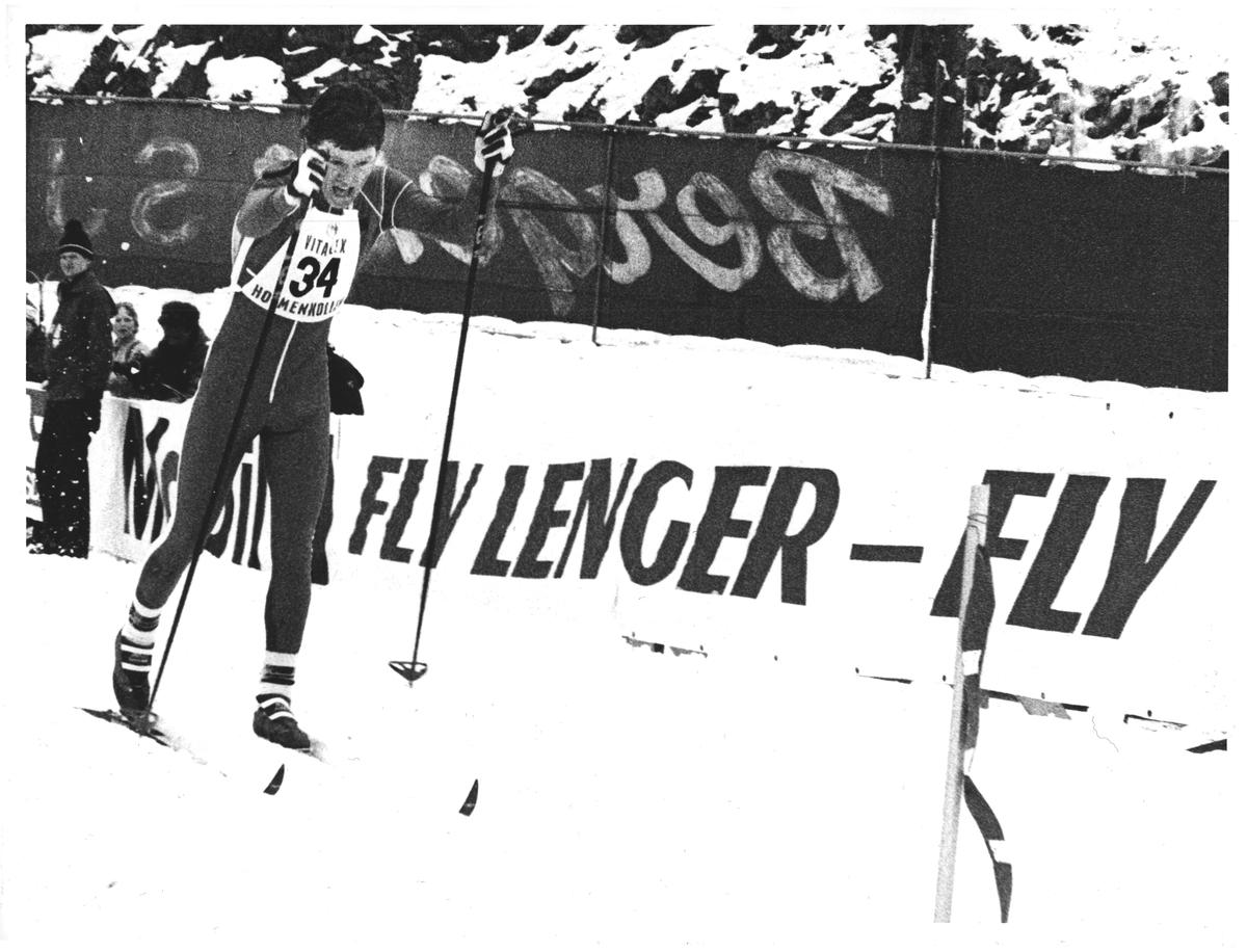 Kollen. 15 km junior. Vinneren Pål Gunnar Mikklsplass i innspurten like før mål