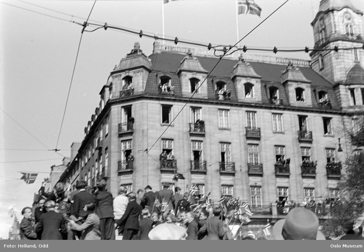 Grand Hotel, mennesker, flagg