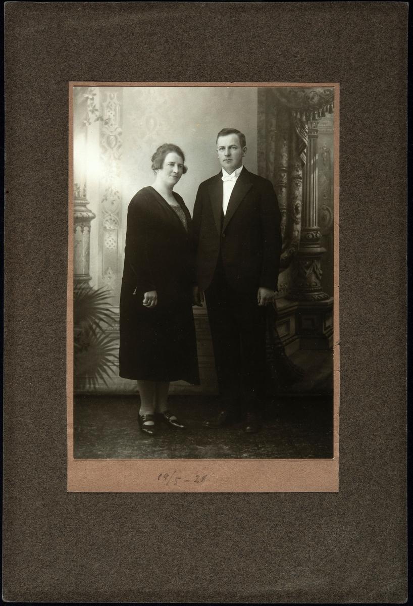 Brudebilde av Hans Johansen (f.1896) og Magda Ingvaldsen (f.1896), gift 19.5.1928.