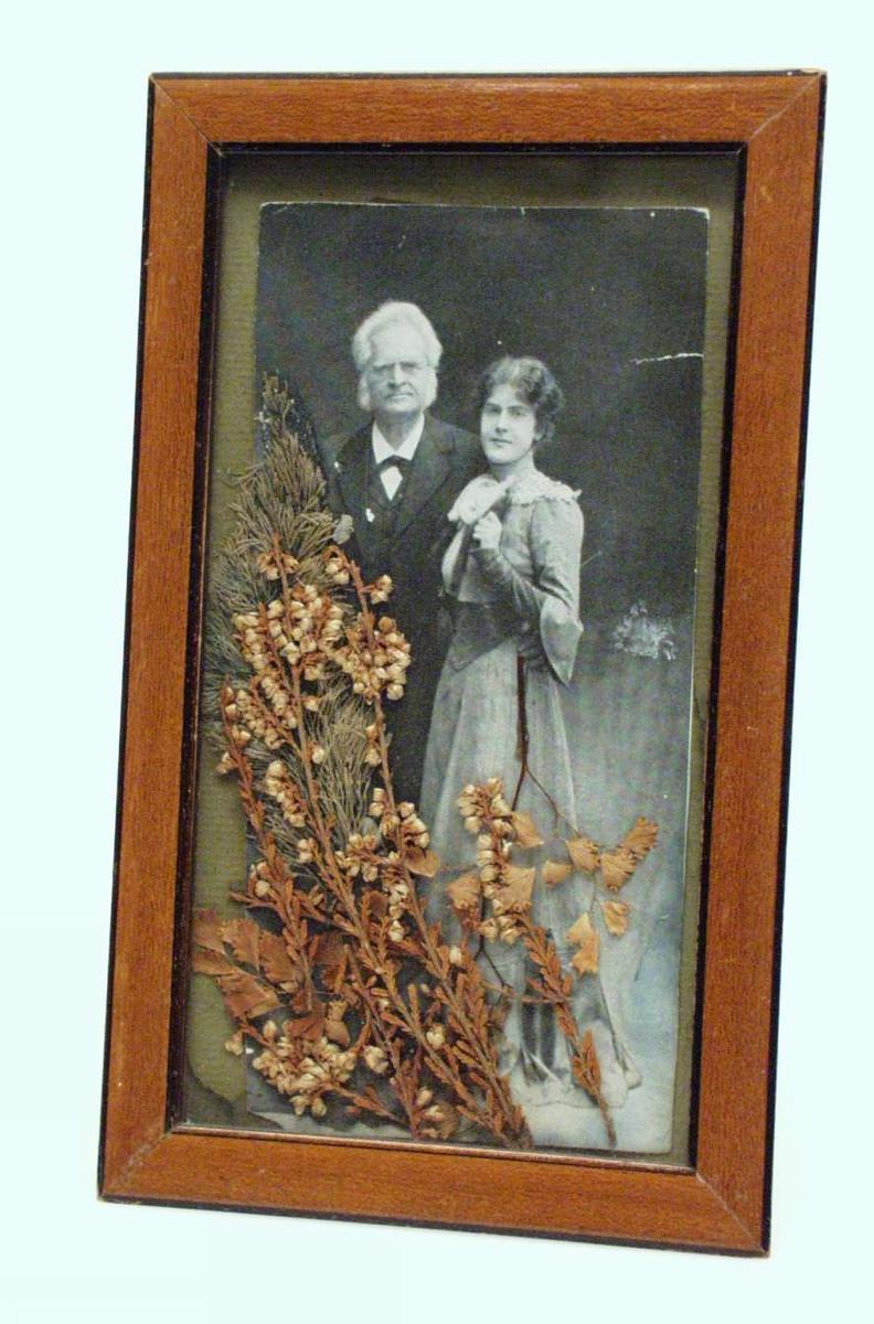 Eldre mann og ung kvinne.
