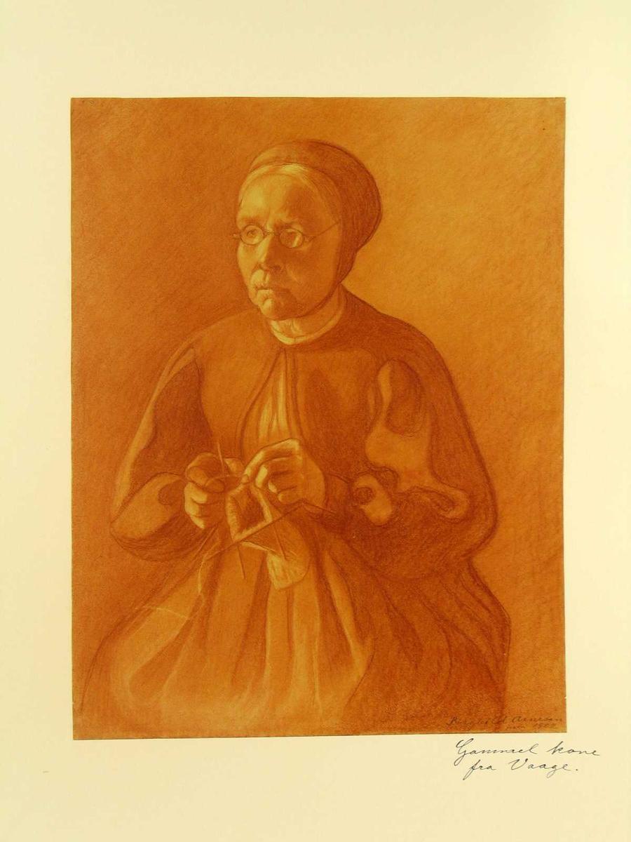 Eldre kvinne sitter og strikker.