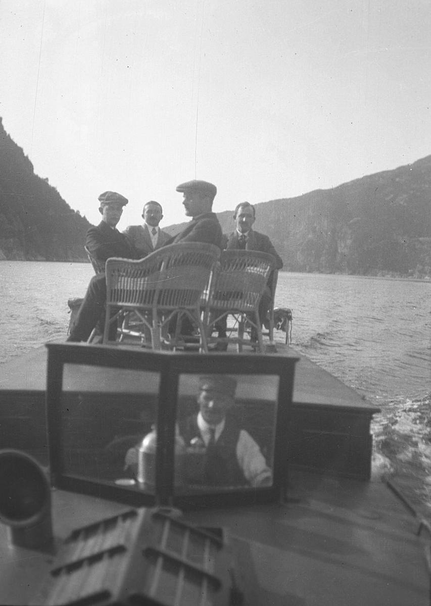 Gruppe, ukjent, båt, kurvstol,