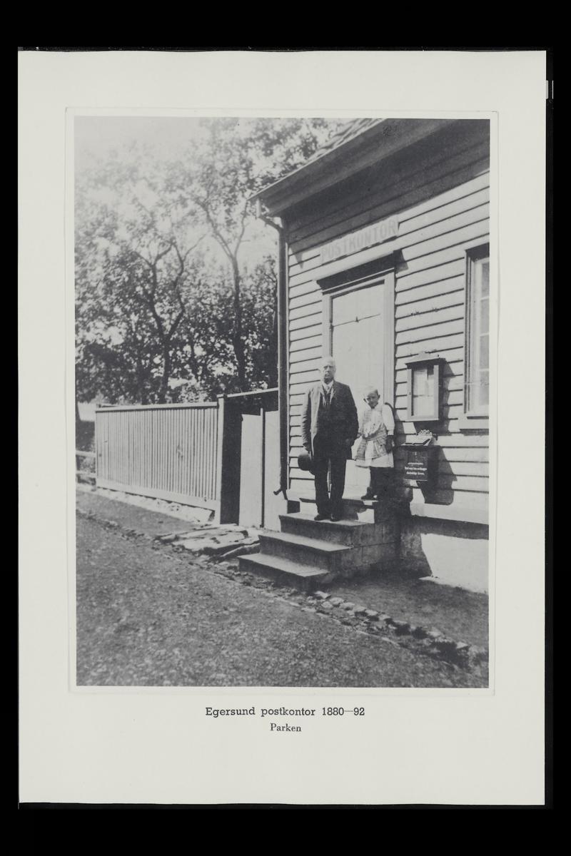 eksteriør, postkontor, 4370 Egersund, postkasse, postskilt, mann, jente