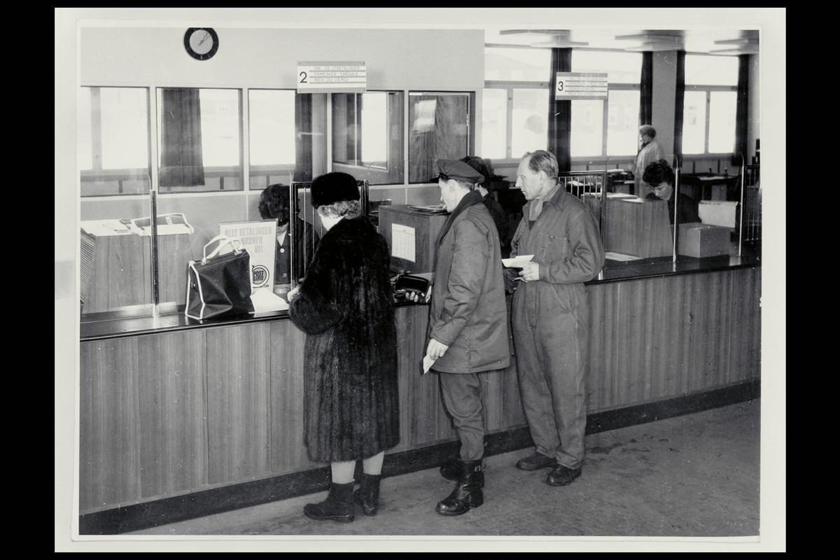 interiør, postkontor, 0601 Etterstad, publikumshall, ekspeditør, kunde