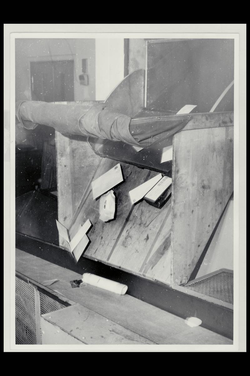 interiør, Postgirokontoret, brevavdelingen, post på rullebånd