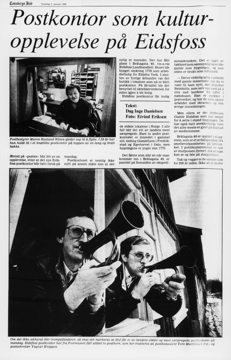 postkontor, interiør, Eidsfoss, avisside fra Tønsberg blad 5. januar 1984, Postkontor som kulturopplevelse på Eidsfoss, to menn blåser i posthorn, en kvinne sitter i skranken