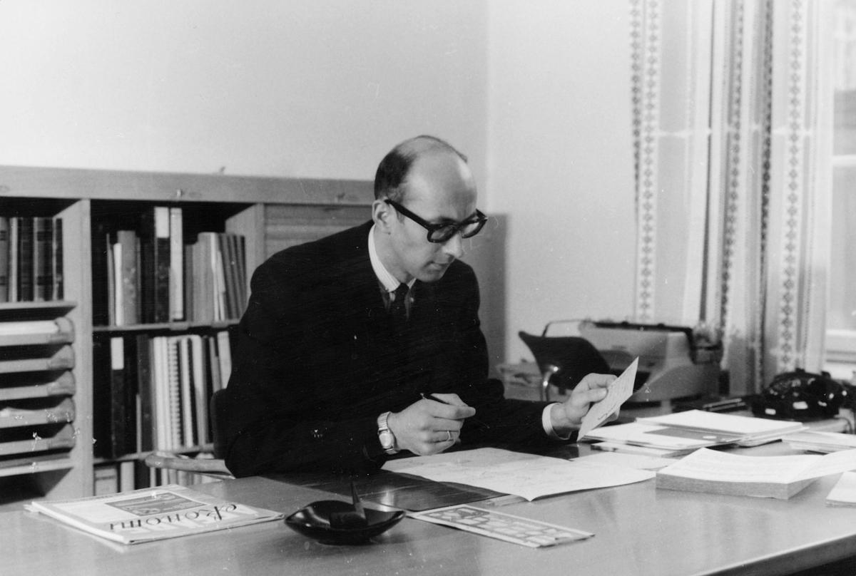 person, Kjell Ruud, interiør, kontor