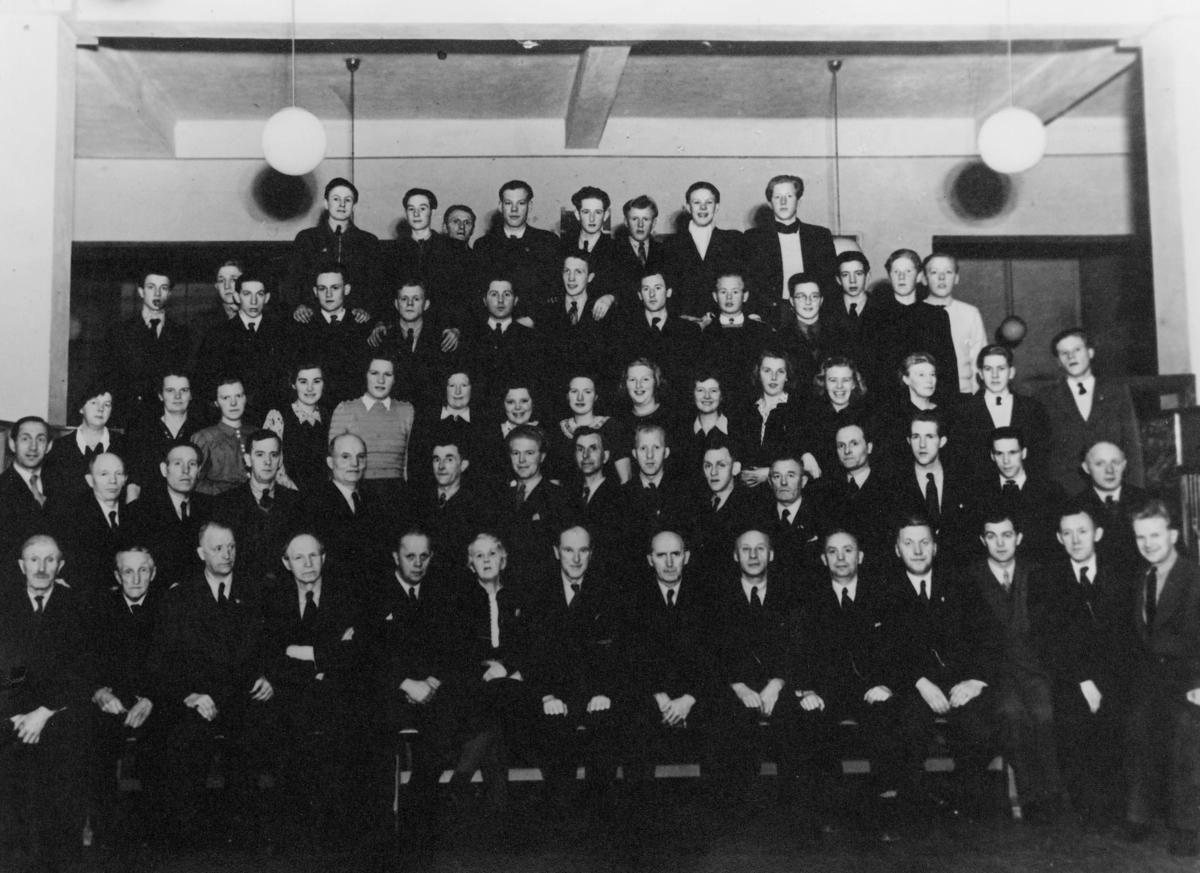 gruppebilde, postkontor, Kristiansand, personale i mars 1946