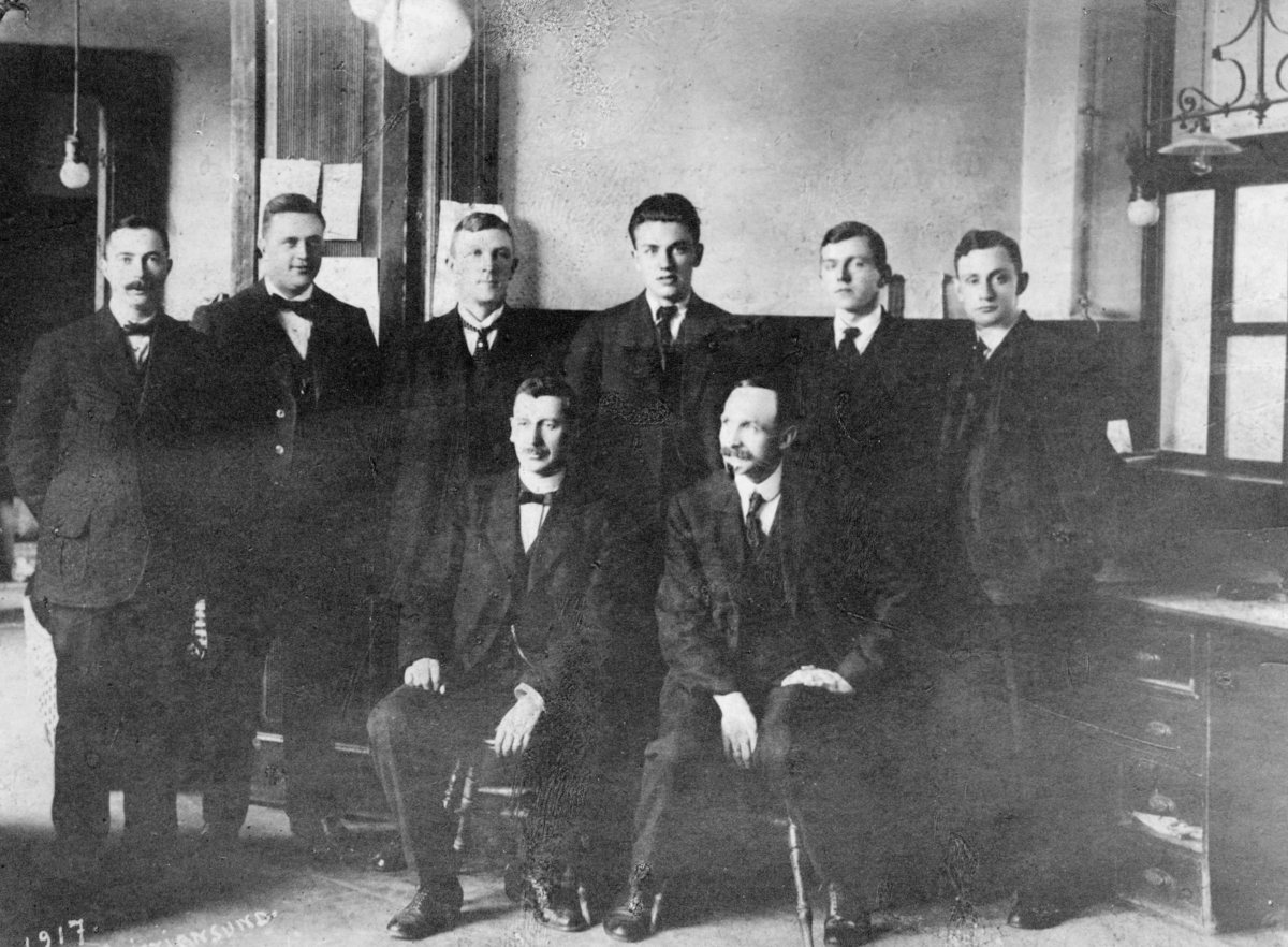 gruppebilde, postkontor, Kristiansund N, personale ved verdiavdelingen i 1917