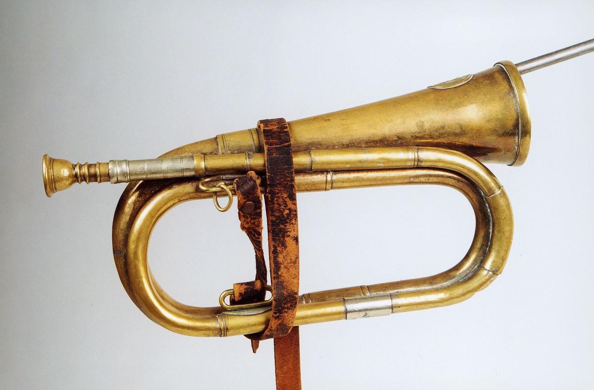 Postmuseet, gjenstander, posthorn, trompettype, lærrem.