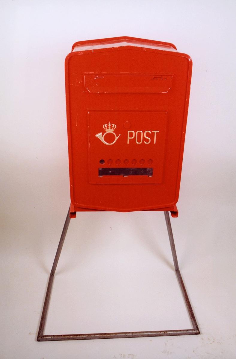 postmuseet, gjenstander, postkasse, tømmepostkasse på stativ
