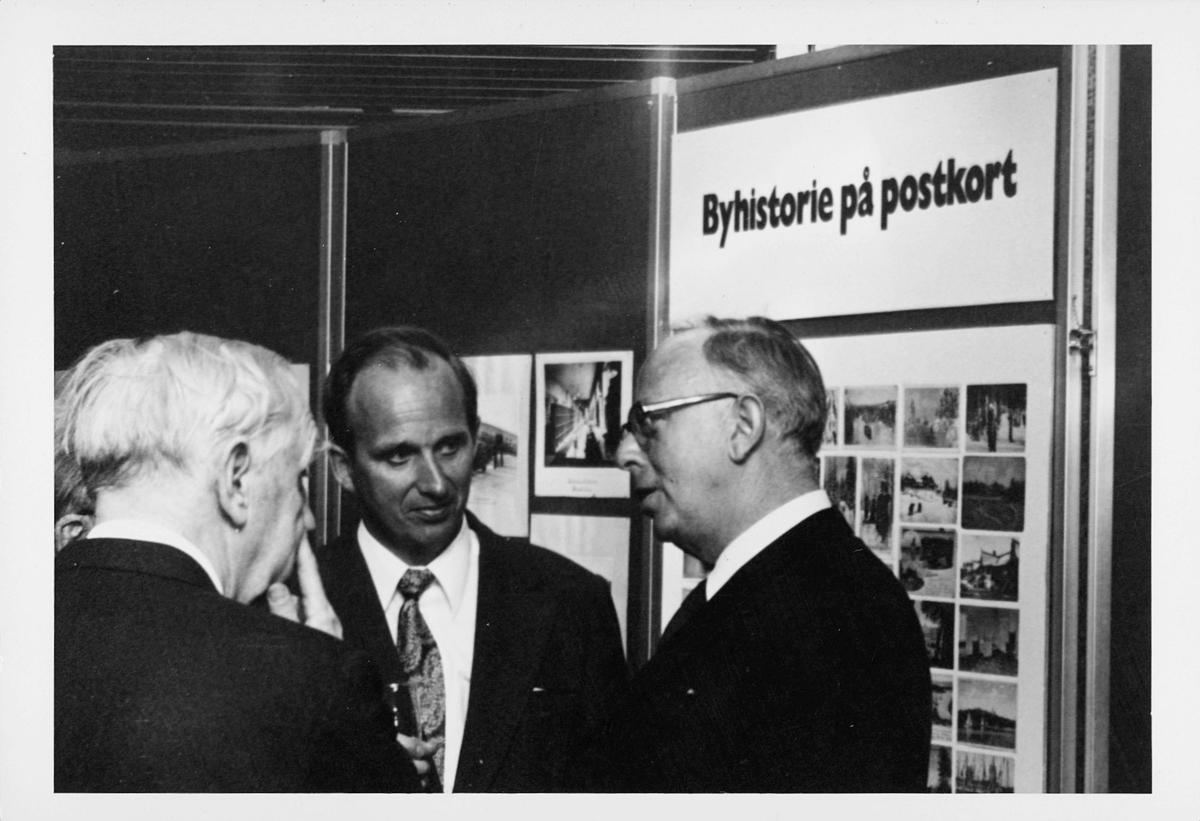 markedsseksjonen, Oslo postgård 50 år, utstilling, 2 menn, Berthold Malde, byhistorie