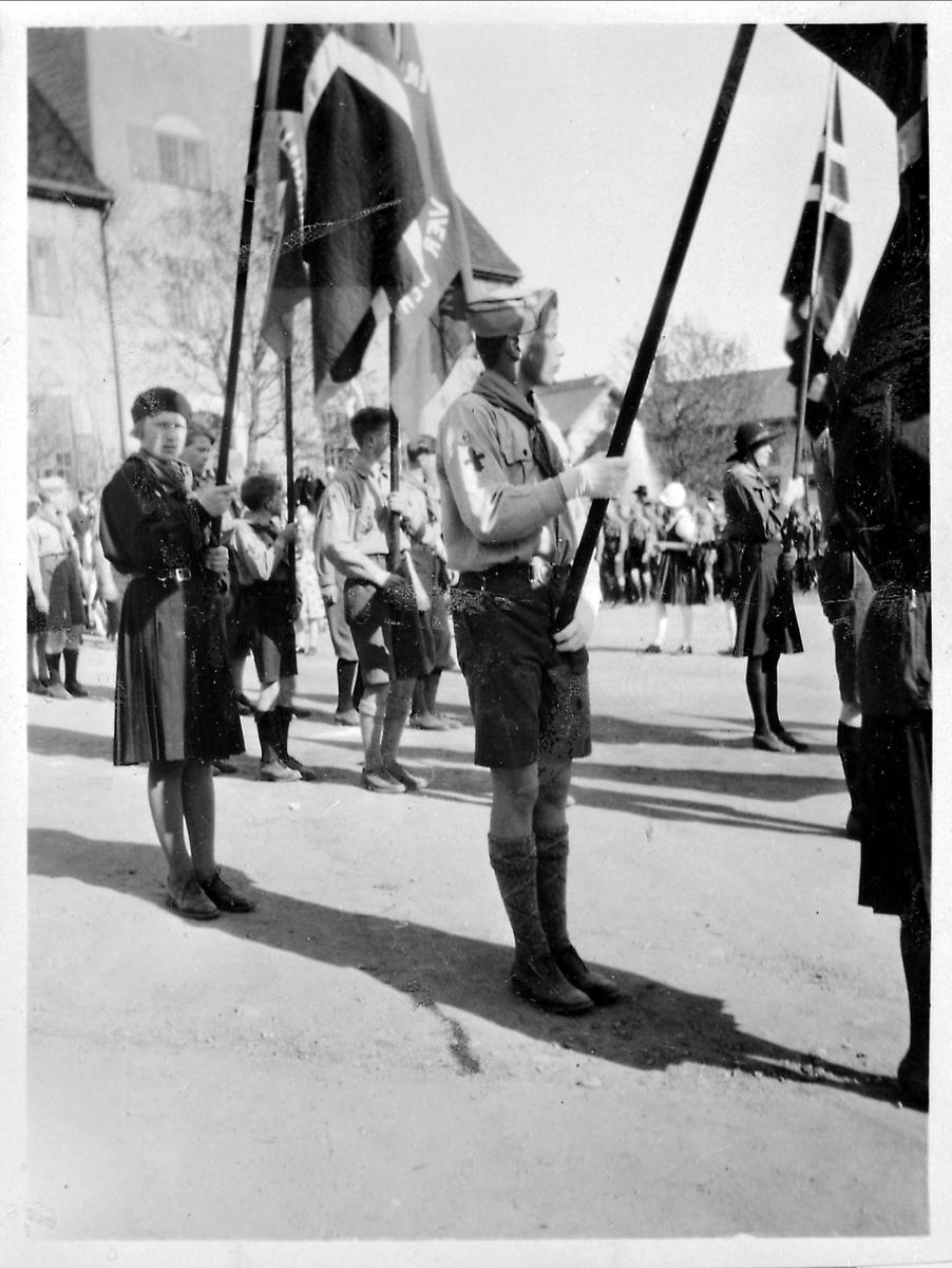 Flaggborg, stortorget, 17 mai, speidere