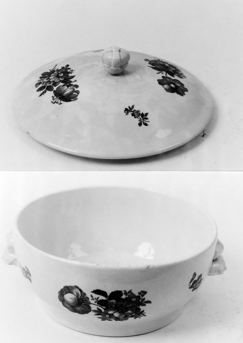 A: Terrin;  B: Lokk: A: Sirkelf. bunn, 2 hanker; B: hvelvet, håndtaki form av krone Som A 00804, men mindre