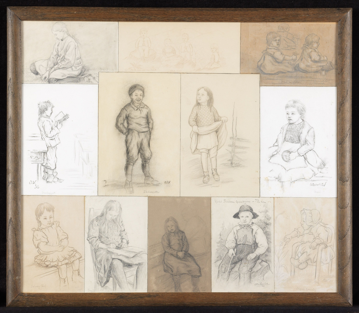 """Ned.tilv. 1) liten pike, sittende, skr.""""Solveig Foss, O.V. 1900""""; 2) lesende pike på stol, skr. """"Ingrid, O.V.1902""""; 3) pike, sittende på benk, kv., skr.""""Ensom, O.V.1905""""; 4) gutt i bunad, skr.""""Eyvind Thoraksen Granheim, 7 1/2 aar, Otto Valstad 1909""""; 5) liten pike i armstol, skr. """"Signe Groseth, O.V.27""""; 2 rekke f.v. 6) gutt, stående, lesende høyreprof., skr. """"O.V.36, Innlegggutt""""; 7) gutt, stående, leende, skr.""""Skøierpetter, O.V. 1925""""; 8) pike, løfter opp skjørtet, skr.""""Gunvor, O.V.-26""""; 9) pike, sittende m. ball, skr.""""Otto Valstad 1935, Mari""""; 10) øv.tilv. pike, sittende på kne, skr.""""Ingrid, Otto 190-""""; 11) 4 barn, skr.""""barn som ser no rart, Otto V.1901""""; 12) 3 små barn, sittende, skr. """"Småmodeller, O.V.1901"""""""