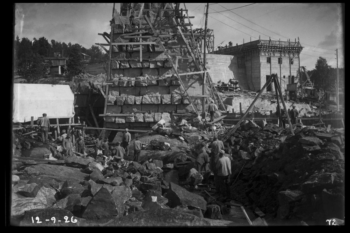 Arendal Fossekompani i begynnelsen av 1900-tallet CD merket 0468, Bilde: 16 Sted: Flaten Beskrivelse: Murarbeid. Dammen sett fra enden med steinskift