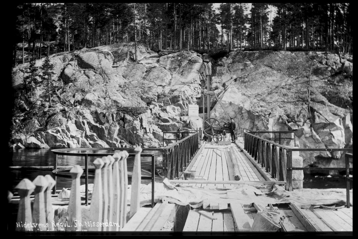 Arendal Fossekompani i begynnelsen av 1900-tallet CD merket 0474, Bilde: 39 Sted: Nisser Beskrivelse: Damanlegg