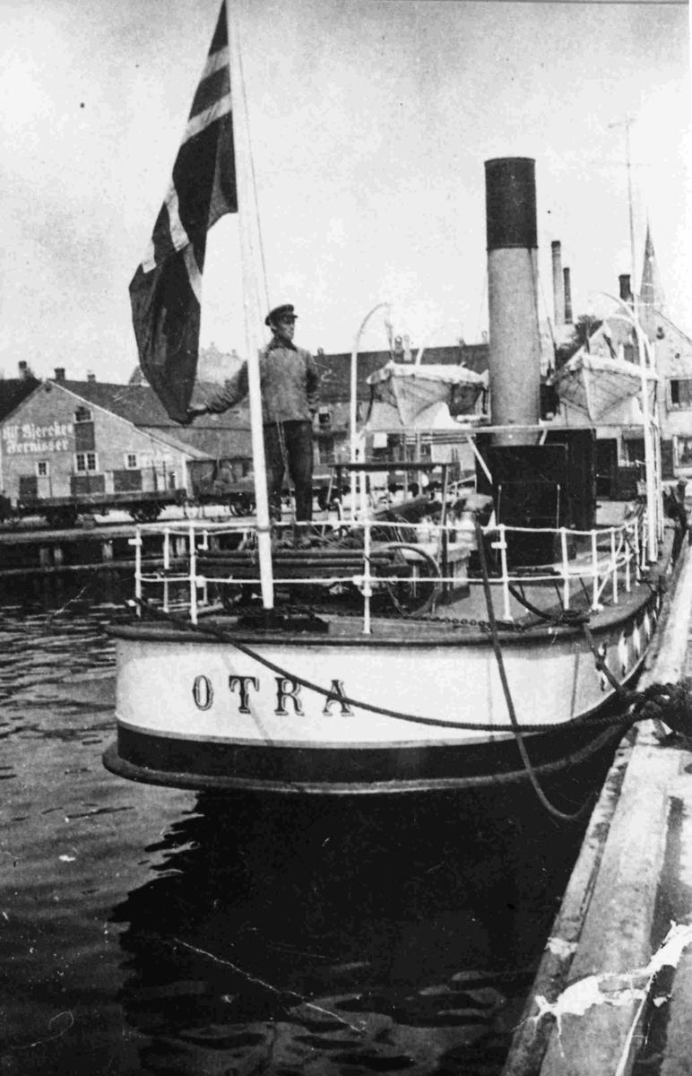 Tønnes Krossnmes ombord på OTRA ved kai i Kristiansand
