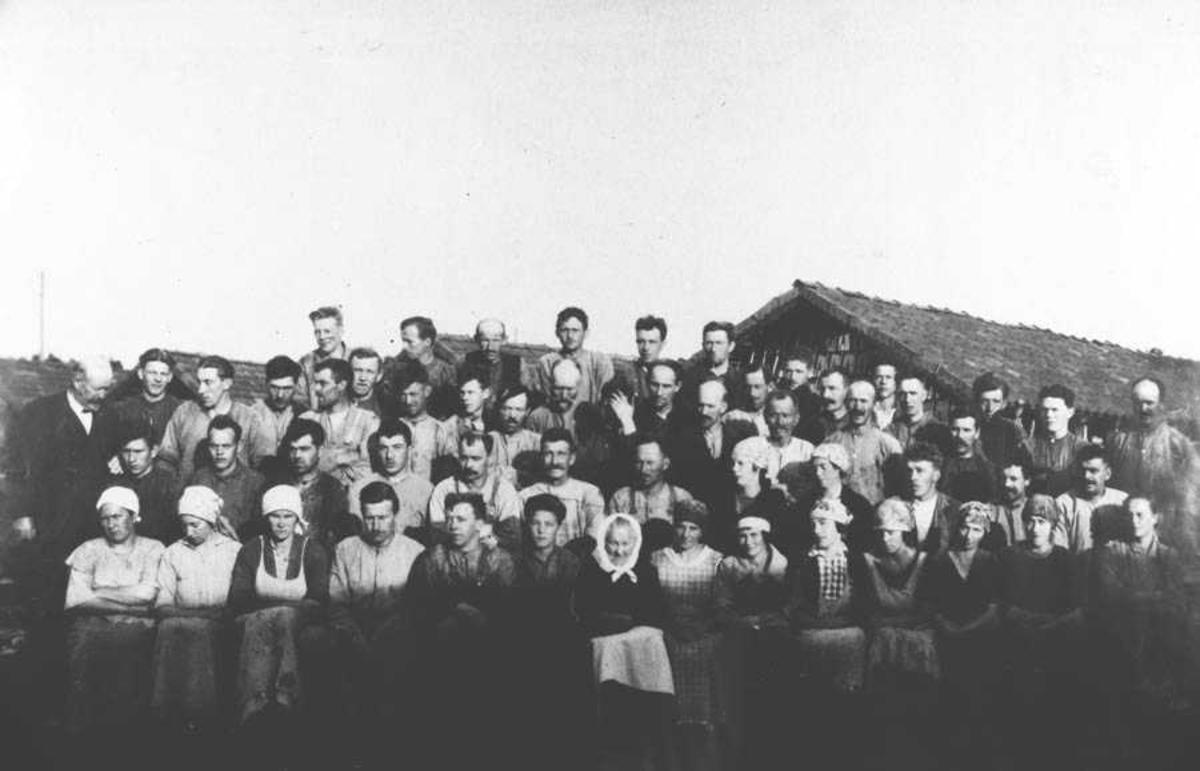 Arbeiderne v/Holstad teglverk før arb.konflikten ca 1927.
